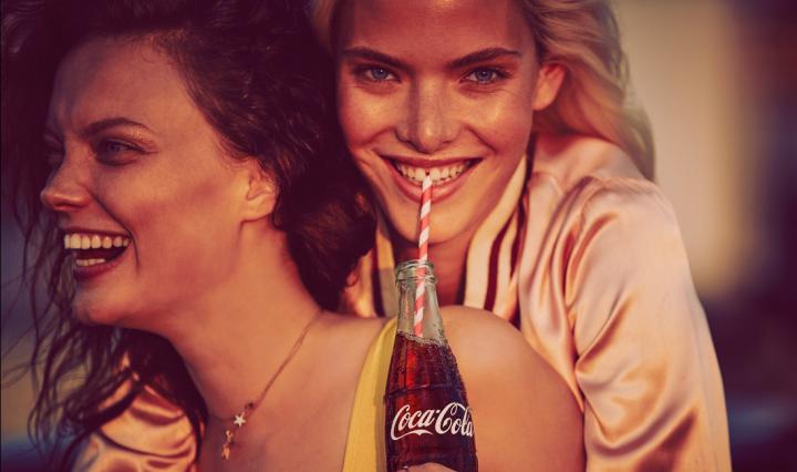 Hungría multa a Coca-Cola por incitar a la homosexualidad