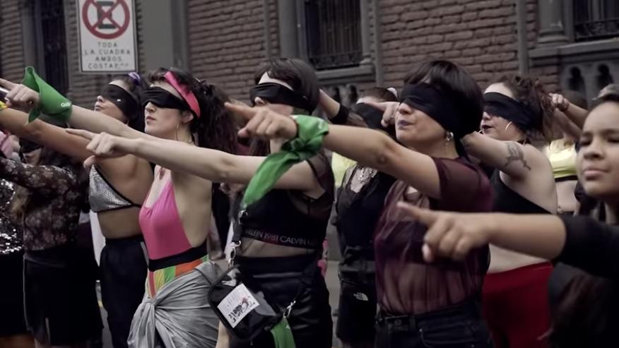 colectivo-performance-cancion-chile-feminista-violador-eres-tu-mexico-cdmx-zocalo-02