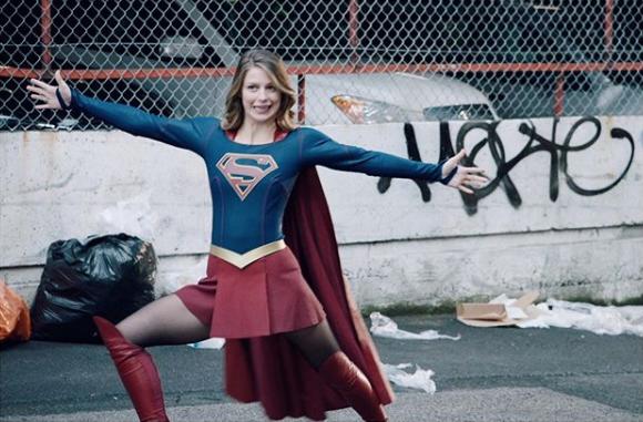 Supergirl víctima de violencia doméstica